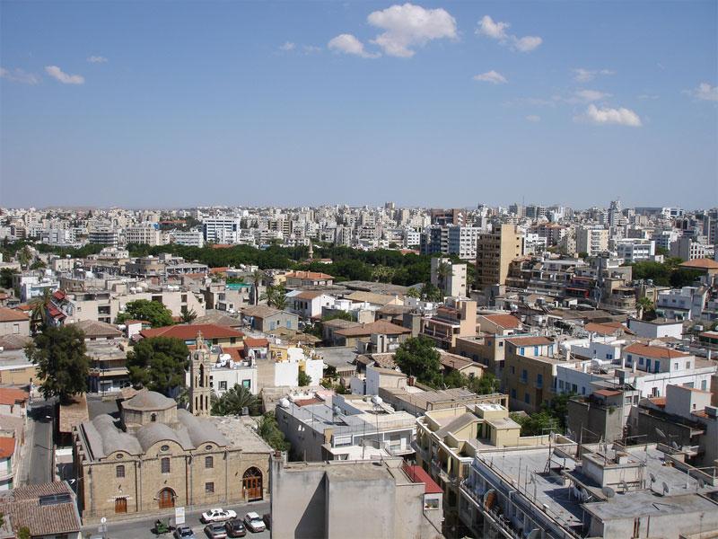 Во многих городах Кипра старинная архитектура соседствует с современной