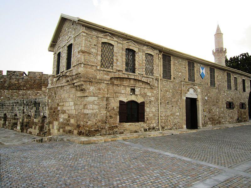 Ларнакский замок сочетает в себе черты романской и османской архитектуры
