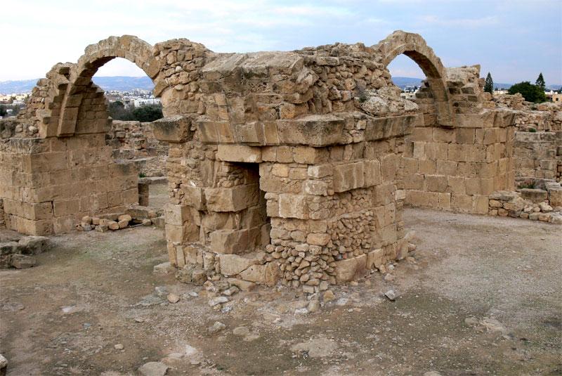 Замок Саранта Колонес был разрушен во время землетрясения в XIII веке