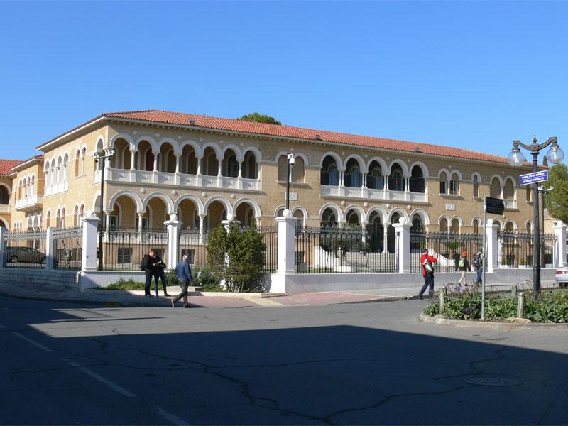 Дворец Архиепископа - памятник современной архитектуры Кипра