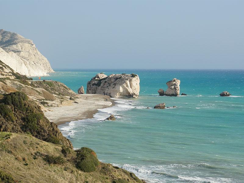 Именно возле скалы Петра-ту-Ромиу из моря когда-то вышла богиня Афродита