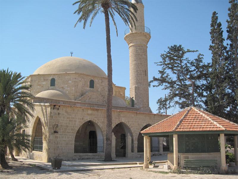 Архитектурный комплекс мечети Хала Султан Текке строился несколько веков