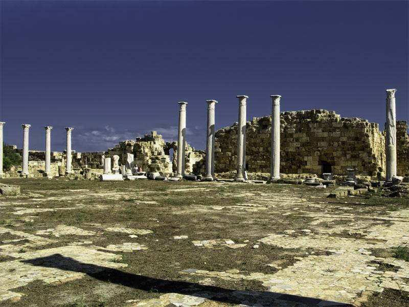 Руины гимнасия на территории Саламина