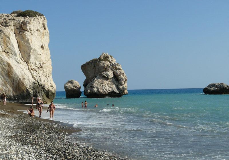 Пляж Петра-ту-Ромиу / Petra tou Romiou Beach