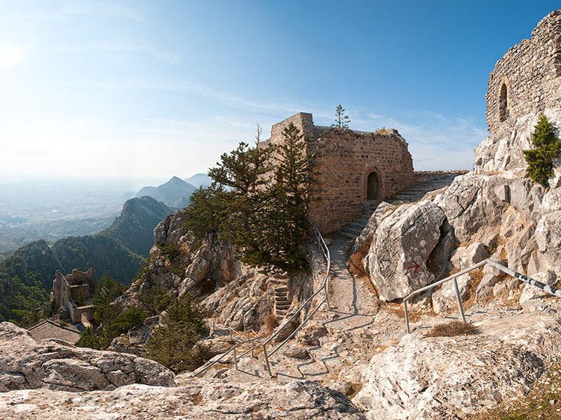 Замок Буффавенто является самым высотным в ряду крепостей Кипра