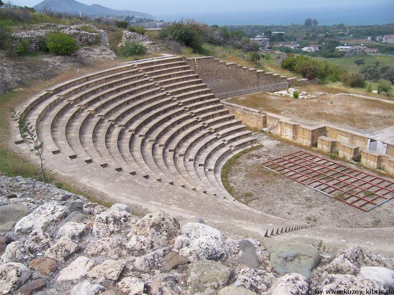 Руины древнеримского амфитеатра на территории Сол