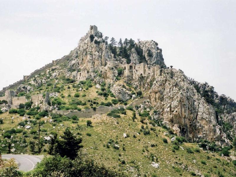 Высотное расположение замка Святого Илариона делало его практически неприступным