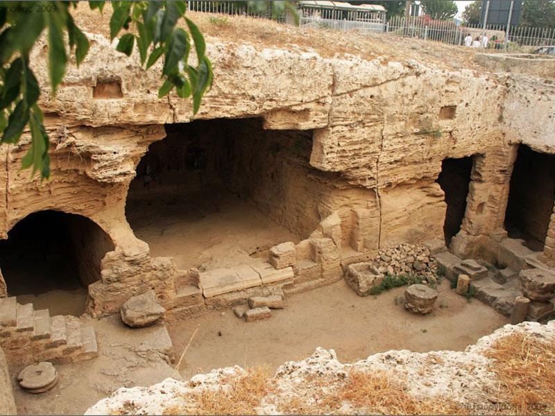 В катакомбы Святой Соломонии можно спуститься прямо с одной из улиц Пафоса